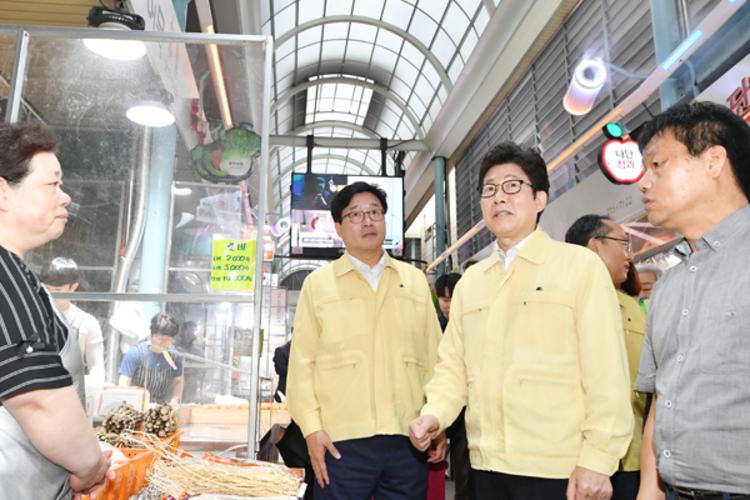 조명래 환경부 장관·염태영 시장, 수원시 폭염대응 사업 점검